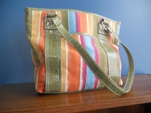 Lizzi noticed that I neglected to include a photo of my new purse. Here you go, Lizzi!