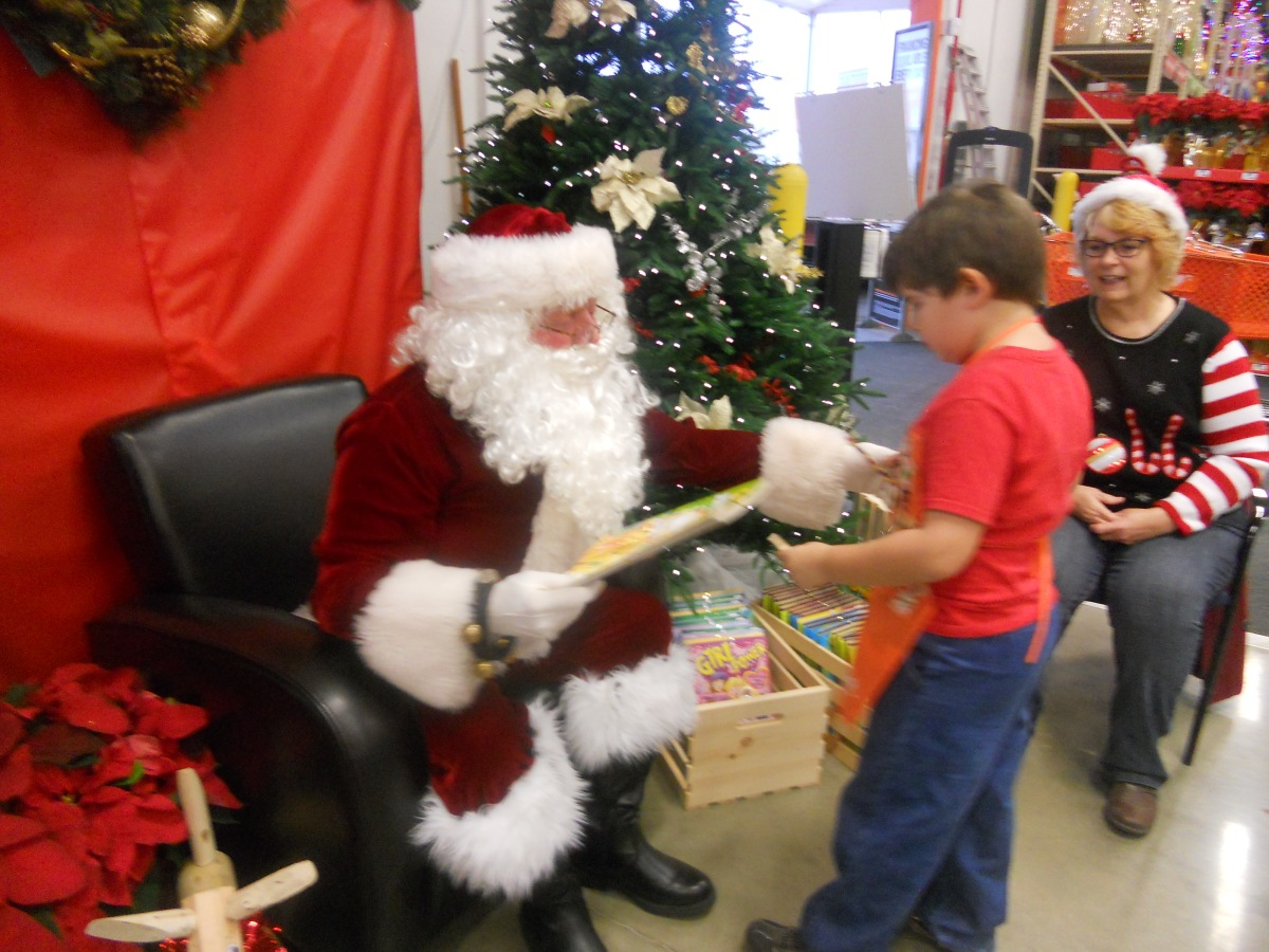 Sunday Slideshow: Santa Claus at Home Depot